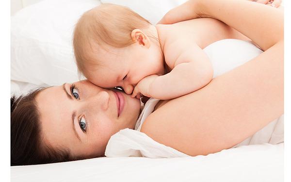 Мать с грудным ребенком