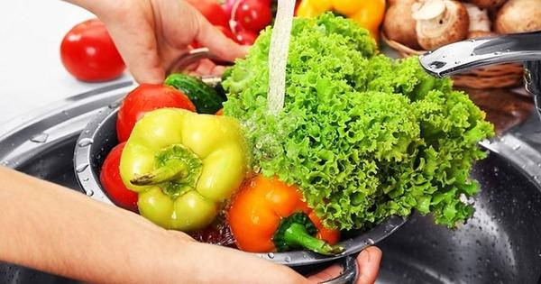 Мытье зелени и овощей обязательно