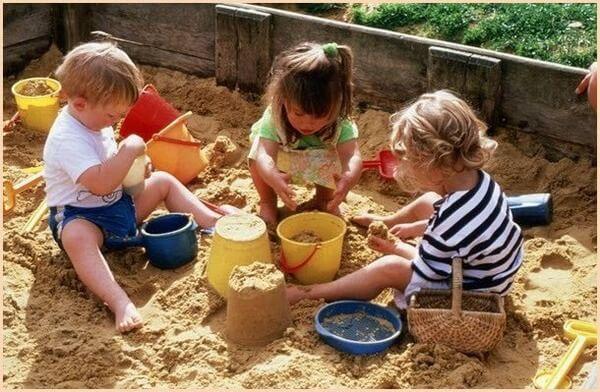 Ребенок может заразится после игры в песочнице