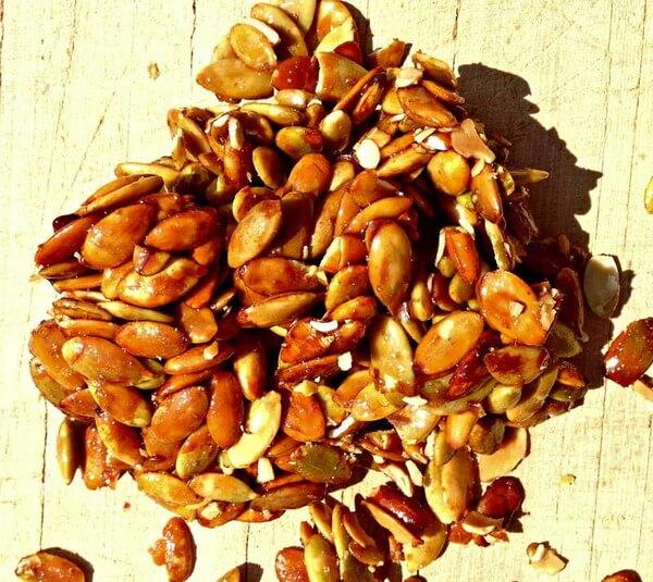 Можно использовать целые семена, смешанные с медом