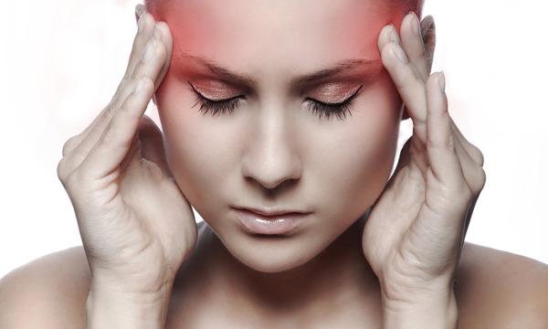 Головная боль и тошнота могут сопровождать заболевание