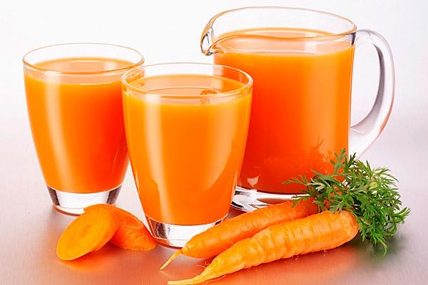 Морковный сок можно использовать для детей старше полугода