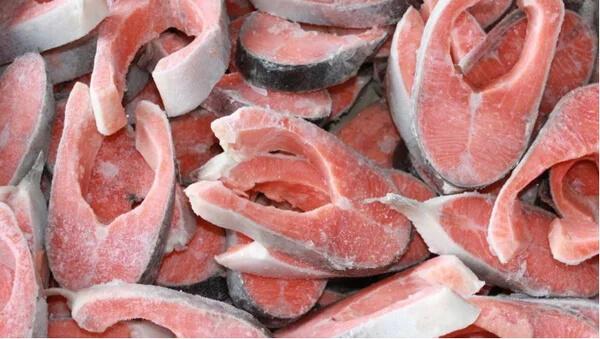Как избежать заражения гельминтами в красной рыбе?